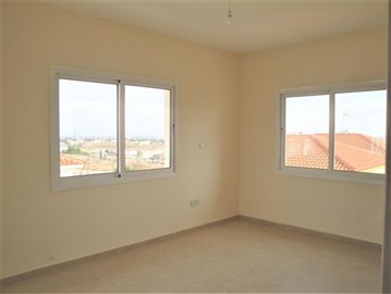 4-Bed-Front-Bedroom-3