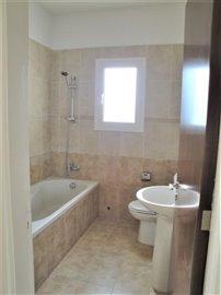 4-Bed-Main-Bathroom
