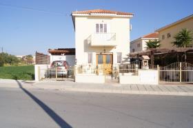 Oroklini, Villa