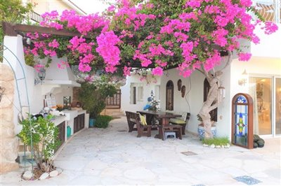 Detached Villa For Sale  in  Tsada