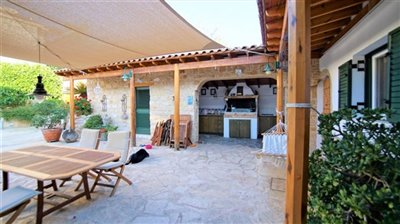 163512-bungalow-for-sale-in-mesa-choriofull