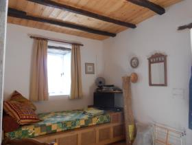 Image No.12-1 Bed House for sale