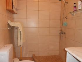 Image No.17-1 Bed House for sale