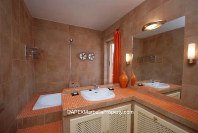 maroc1-Master-Bathroom-1-copy