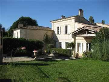 1 - Bordeaux, Property