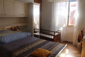 Image No.7-5 Bed House for sale