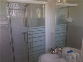 Image No.12-3 Bed Property for sale