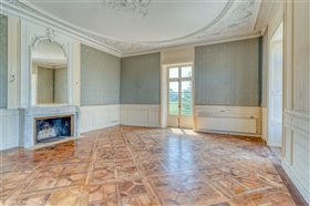 Image No.14-12 Bed Chateaux for sale