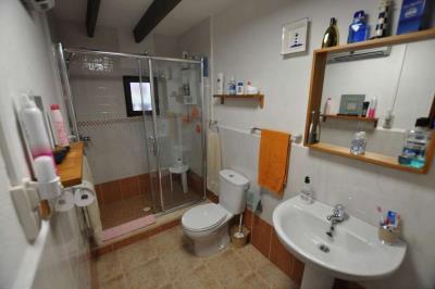 019-Family-Bathroom-Adjacent-to-Bedroom-1