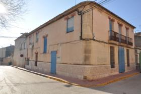 Algueña, Townhouse