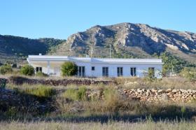 Algueña, Villa