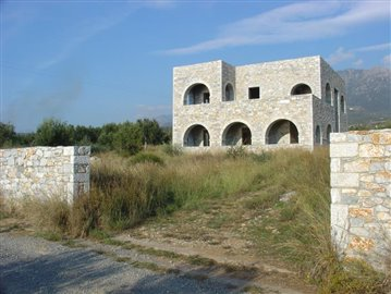 8-Trifonas villa & 4000m2 plot in front 162