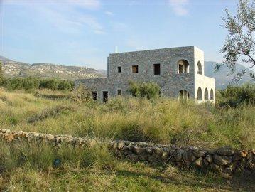 10-Trifonas villa & 4000m2 plot in front 175