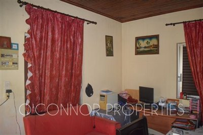 Delightful--2-bed-bungalow-set-in-6-800m2-of-land--6-of-25-