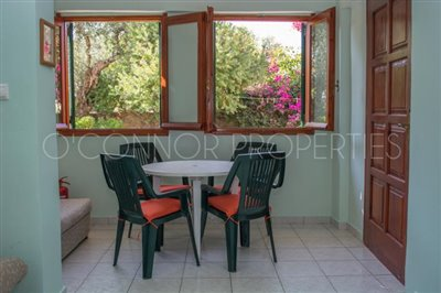 Delightful-3-double-bedroom-house-with-2-self-contained-apartments-and-swimming-pool--860---4-