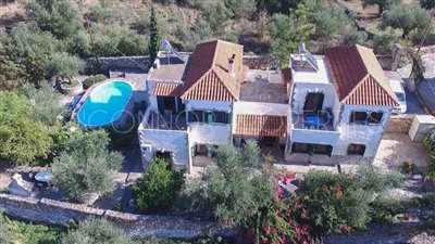 Delightful-3-double-bedroom-house-with-2-self-contained-apartments-and-swimming-pool--860---3-