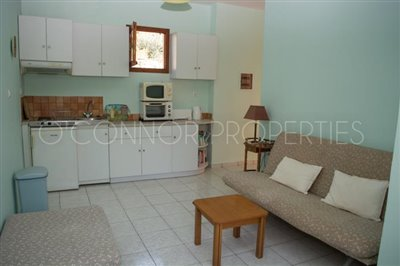 Delightful-3-double-bedroom-house-with-2-self-contained-apartments-and-swimming-pool--860---5-