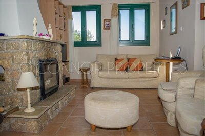 Delightful-3-double-bedroom-house-with-2-self-contained-apartments-and-swimming-pool--860---16-