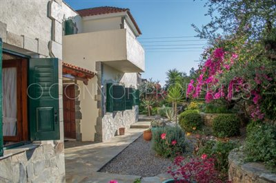 Delightful-3-double-bedroom-house-with-2-self-contained-apartments-and-swimming-pool--860---26-