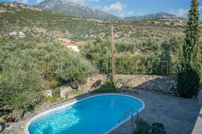 Delightful-3-double-bedroom-house-with-2-self-contained-apartments-and-swimming-pool--860---22-
