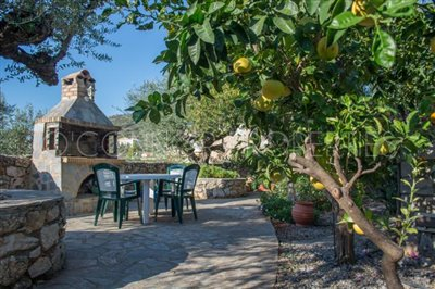 Delightful-3-double-bedroom-house-with-2-self-contained-apartments-and-swimming-pool--860---27-