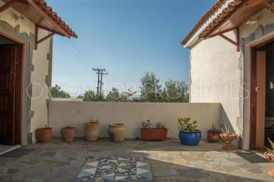 Delightful-3-double-bedroom-house-with-2-self-contained-apartments-and-swimming-pool--860---30-