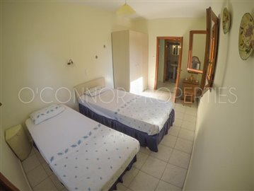 Delightful-3-double-bedroom-house-with-2-self-contained-apartments-and-swimming-pool--860---33-