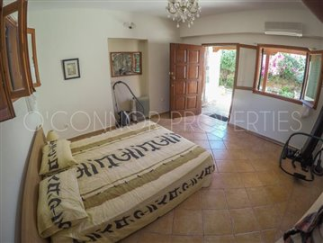 Delightful-3-double-bedroom-house-with-2-self-contained-apartments-and-swimming-pool--860---35-