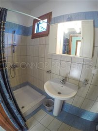 Delightful-3-double-bedroom-house-with-2-self-contained-apartments-and-swimming-pool--860---34-