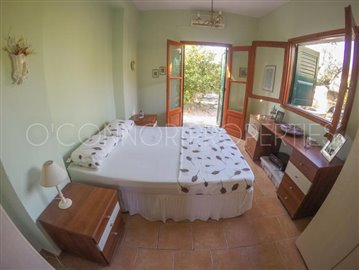 Delightful-3-double-bedroom-house-with-2-self-contained-apartments-and-swimming-pool--860---38-