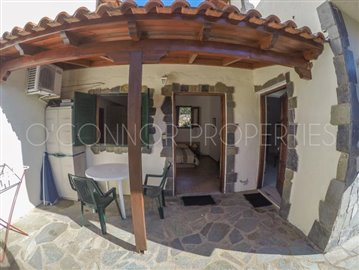 Delightful-3-double-bedroom-house-with-2-self-contained-apartments-and-swimming-pool--860---40-