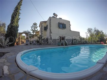 Delightful-3-double-bedroom-house-with-2-self-contained-apartments-and-swimming-pool--860---44-