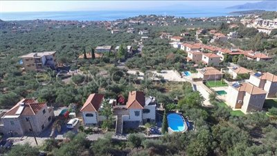 Delightful-3-double-bedroom-house-with-2-self-contained-apartments-and-swimming-pool--860---2-