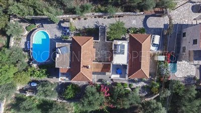 Delightful-3-double-bedroom-house-with-2-self-contained-apartments-and-swimming-pool--860---1-