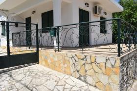 Petalidi, Village House