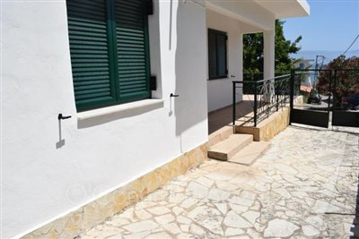 On-offer-3-bed-detached-house-located-in-picturesque-seaside-town--856-2