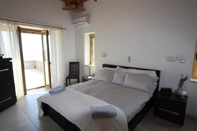 Amazing-3-bed-2-bath-stone-villa-with-sparkling-infinity-pool--set-on-4-000-sq-m--plot-of-land--892---2-