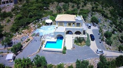 Amazing-3-bed-2-bath-stone-villa-with-sparkling-infinity-pool--set-on-4-000-sq-m--plot-of-land--892---1-