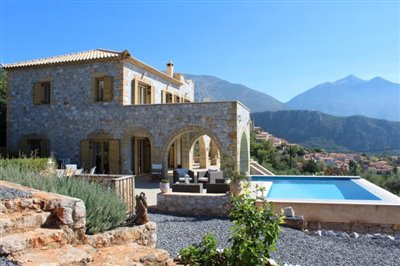 Amazing-3-bed-2-bath-stone-villa-with-sparkling-infinity-pool--set-on-4-000-sq-m--plot-of-land--892---11-