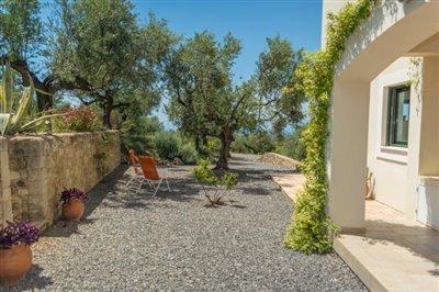 Modern-3-bed-3-bath-villa-set-in-1100-m2-of-plot---only-a-15-min-walk-to-Sandova-beach--890---3-