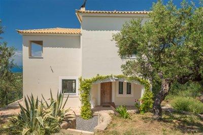 Modern-3-bed-3-bath-villa-set-in-1100-m2-of-plot---only-a-15-min-walk-to-Sandova-beach--890---8-