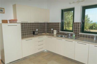 Modern-3-bed-3-bath-villa-set-in-1100-m2-of-plot---only-a-15-min-walk-to-Sandova-beach--890---13-