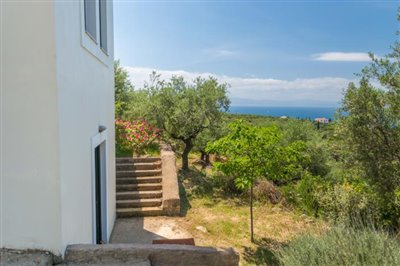 Modern-3-bed-3-bath-villa-set-in-1100-m2-of-plot---only-a-15-min-walk-to-Sandova-beach--890---26-