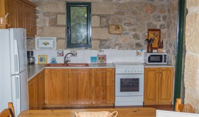 Amazing-2-bed-2-bath-stone-property-situated-in-excellent-location--only-12-min-walk-to-Stoupa--1-