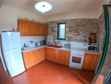 Amazing-2-bed-2-bath-stone-property-situated-in-excellent-location--only-12-min-walk-to-Stoupa--20-