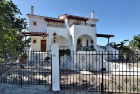 Image No.0-Maison de 6 chambres à vendre à Messinia