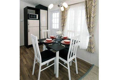THORNBURY-caravan-dining-1181x787