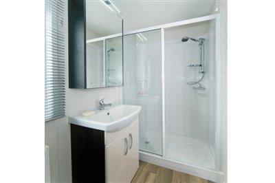THORNBURY-caravan-shower2-1181x787