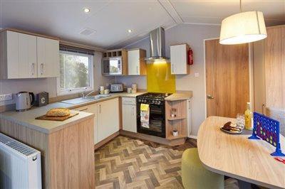 CASTELON-kitchen-diner-r--1-
