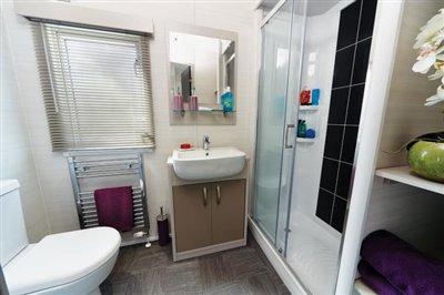 STAMFORD-LODGE-BATHROOM